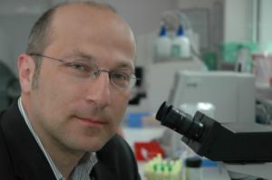 Dr. Robert Lange im Labor