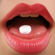 Frau, Mund, Pille, Drogen