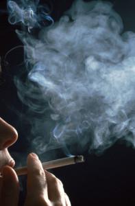 Nikotinrauch = Belästigung für die Umwelt?       © Celeste-RF - Fotolia.com