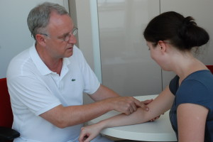 Dr. Bernd Algermissen mit Patientin