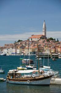 Hafen in Kroatien mit Schiffen