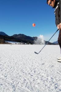 Oranger Golfball  @Information Weissensee