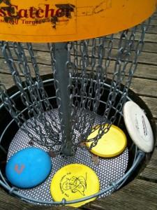 Fangkorb mit Frisbees @discgolf.de
