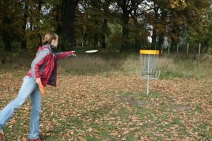 Frisbee Golf mit Fangkorb  @discgolf.de