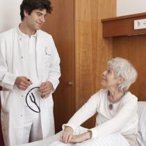 Patientin und Arzt im Gespräch