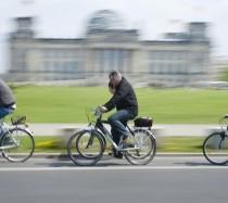 BoB_-_Radtour_vorbei_am_Reichstagsgebaude_10x15cm,300dpi,_Bildnachweis_Berlin_on_Bike