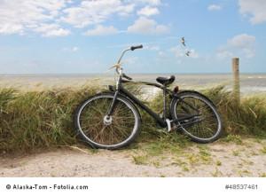 ...mit Fahrrad an den Strand...