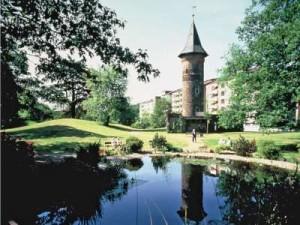 Der historische Turm von Haus Horst - das Wahrzeichen des Wohnstifts