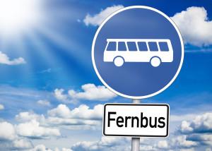 Schild mit Bus und Fernbus